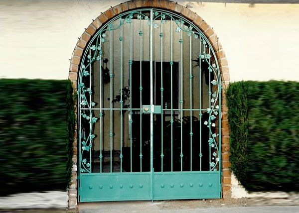 D7 This Arched Residential Entry Gate