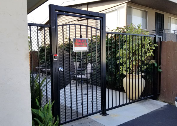 Pedestrian access gate in Encinitas, Ca